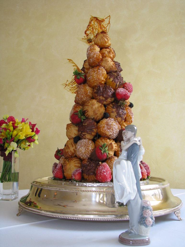 Bánh cưới Croquembouche của Pháp