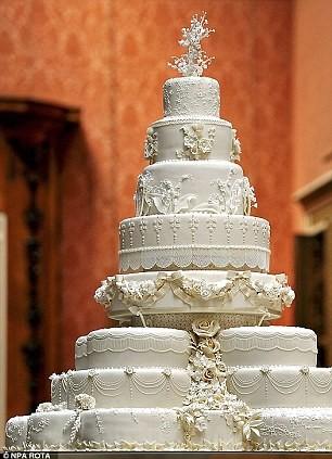 2 Nữ hoàng Victoria là một trong những người đầu tiên sở hữu bánh cưới phủ kem đường trắng tinh khiết