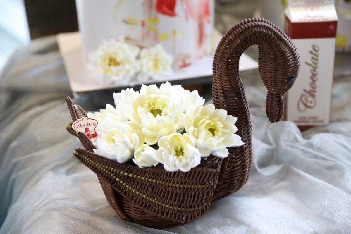Hoa sen và ứng dụng trong trang trí bánh kem