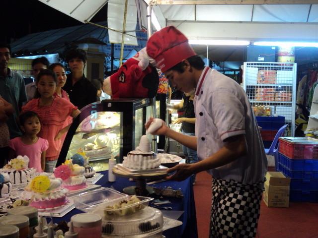 Nhất Hương hỗ trợ khách hàng festival huế 2012 02
