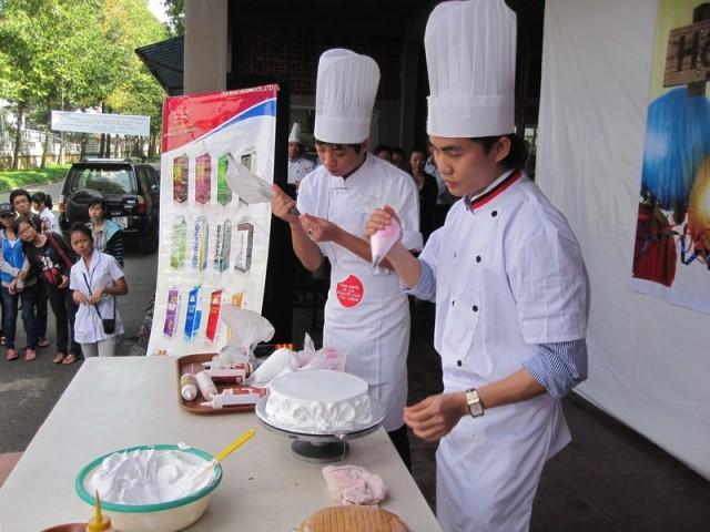 hội thi làm bánh đại học sư phạm kỹ thuật 05