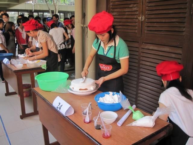 hội thi làm bánh đại học sư phạm kỹ thuật 09
