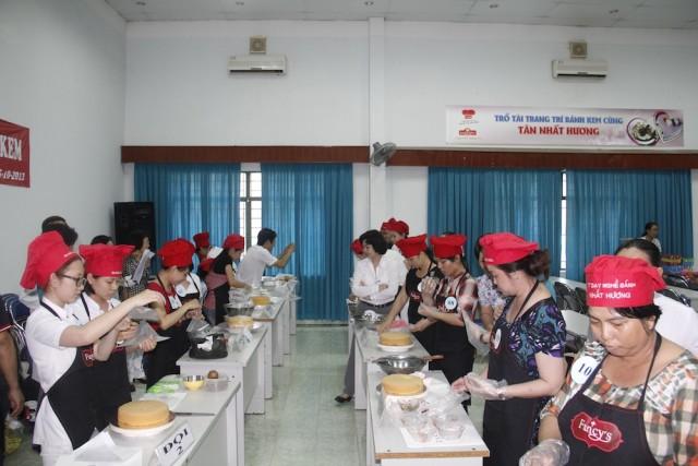 Hội thi trang trí bánh kem nhân ngày 20.10